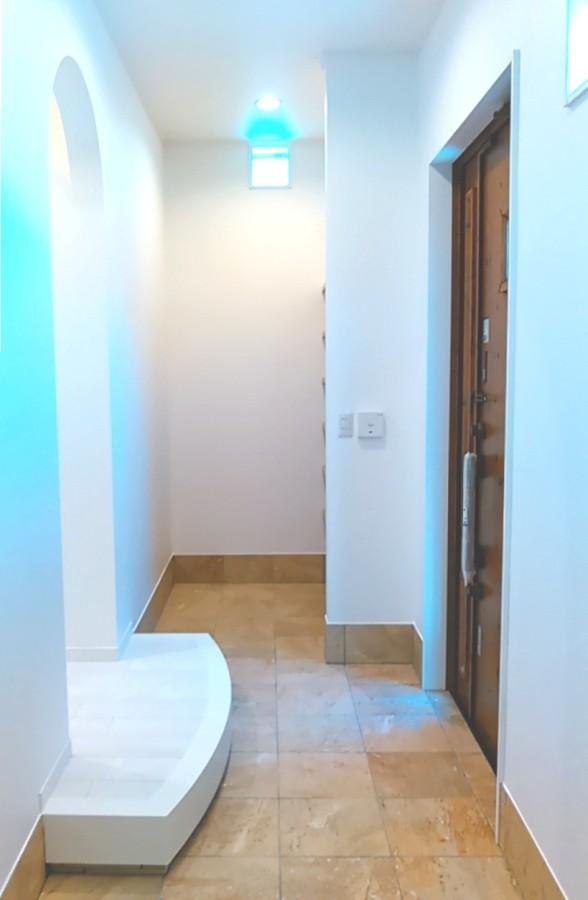 玄関土間タイル(北九州市内施工事例)©八重洲技建