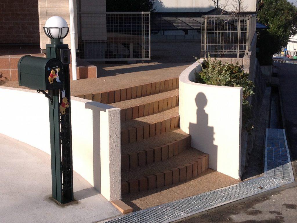 勾配・高低差のある角地の外構工事例 北九州市小倉南区