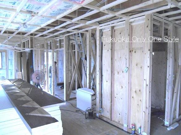 部屋の仕切り壁とバルコニー下の天井断熱