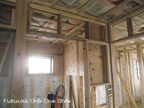 二階書斎スペースの壁下地(断熱と棚下地合板)