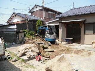 6月14日〈火)外構 庭リフォーム 造成・タイル舗装下地